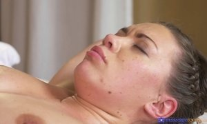 Ellie Springlare gets missionary fucked to deep orgasm on the massage table AnalDin