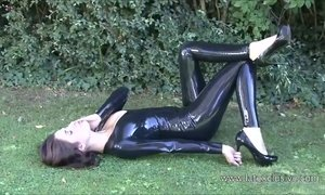 Outdoor latex babe Olivias high heel and shiny rubber fetish AnalDin