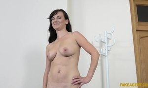 Fully Naked Amazing MILF Waits For Her First Porn Casting AnalDin