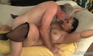 Plumper milf Savannah Star riding a fat dick AnalDin