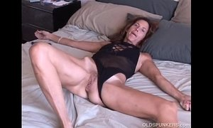 Mature amateur loves it anal xVideos