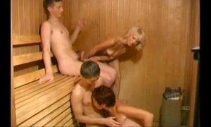 xxxmilf.pro-zreloe-porno-video-razlozhili-dvuk-maromoek-v-saune HomeCinema.avi xVideos