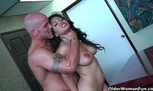Asian milf Jessica Bangkok takes cumload in mouth xVideos