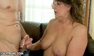A New Granny xVideos