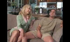 825839 lonely milf seduces son 039 s friend cireman xVideos