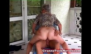 Outdoor fucking grandma xVideos