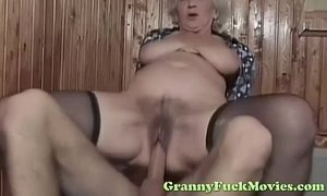 dude fucks sexy euro granny xVideos