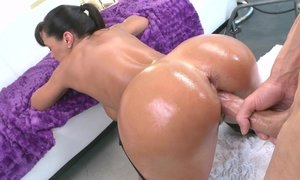 Perfect MILF Lisa Ann getting fucked Beeg