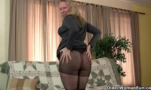Milfs Sable and Catherine get juiced up in new pantyhose xVideos