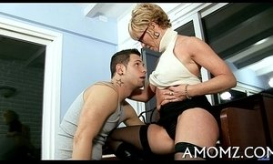 Sultry mommy drilled by a sexy guy xVideos