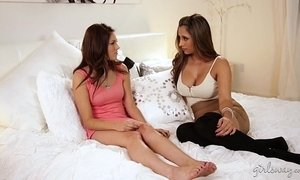 Step daughter appreciates her christmas gift! - Shyla Jennings, Reena Sky xVideos